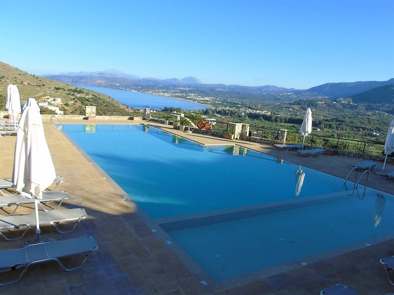 Villa Pomegranate, with 100 sqm shared pool and beautiful sea view, vacation rental in Exopoli