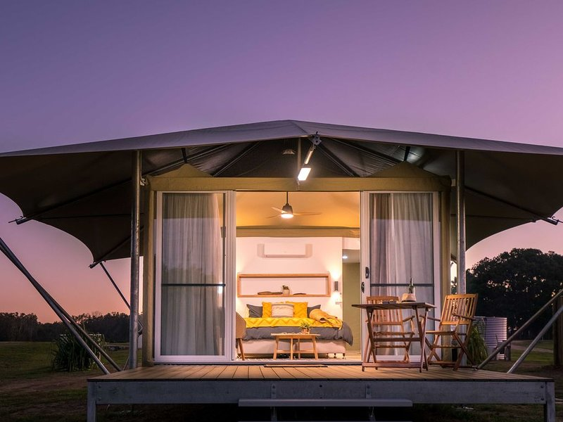 Beachfront Luxury Glamping Tent, holiday rental in Deepwater