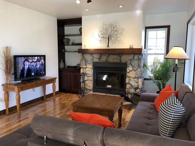 Charming Old Village 2 Mont Tremblant, vacation rental in Riviere-Rouge