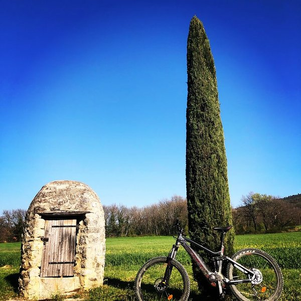 Gîte au pied du Luberon, holiday rental in Peypin-d'Aigues