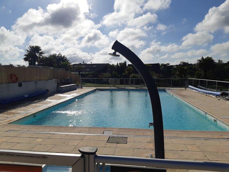 Loue maison dans la résidence les villas du golf Pleneuf Val ANDRE avec piscine, holiday rental in Henansal