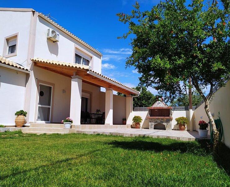 Villa Tesoro near the beach, aluguéis de temporada em Korissia