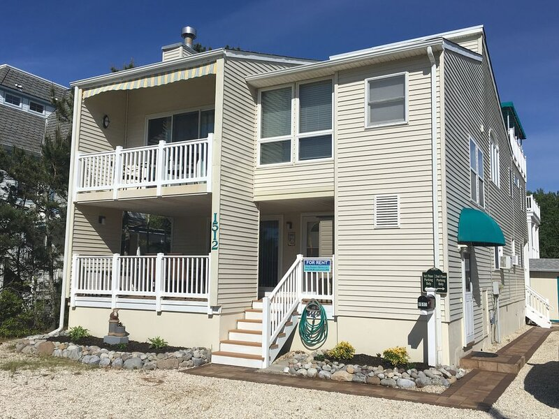Oceanside, 3rd House From Beach, Near Shops & Attractions -First Floor, 2 Baths!, holiday rental in Long Beach Island