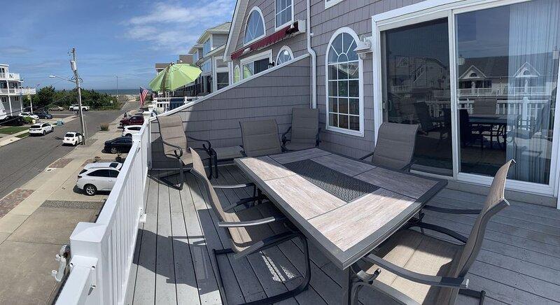 Beautiful 4-bedroom, beach block home close to downtown Sea Isle City!, holiday rental in Sea Isle City