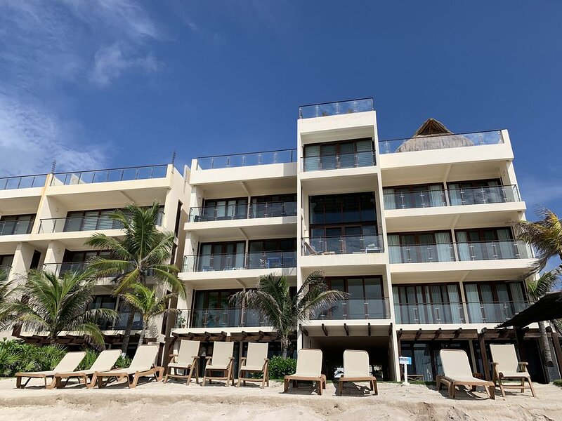 Deluxe New Beachfront Penthouse in Akumal, vacation rental in Akumal