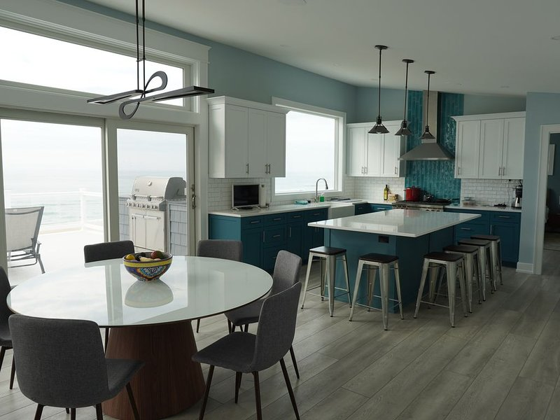 Brand New Oceanfront House - All Six Bedrooms have Ocean / Beach Views, casa vacanza a Surf City