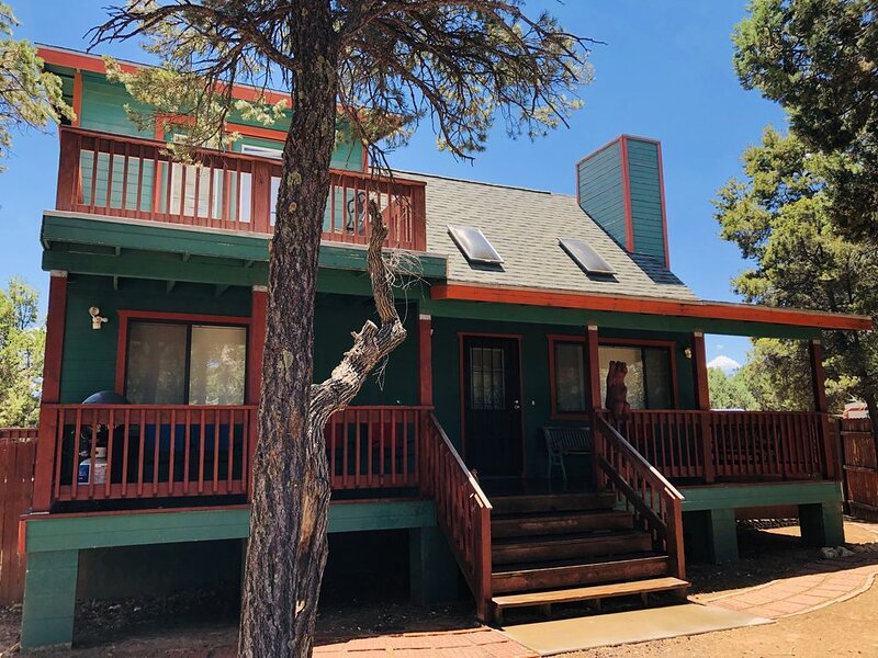WHITE MOUNTAINS GETAWAY FOR THOSE HOT SUMMERS AND HOLIDAY CHEERS!���, holiday rental in Forest Lakes