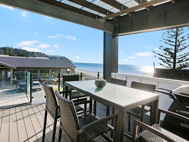 The White Haus - Waihi Beach Upstairs Holiday Unit, vacation rental in Te Aroha