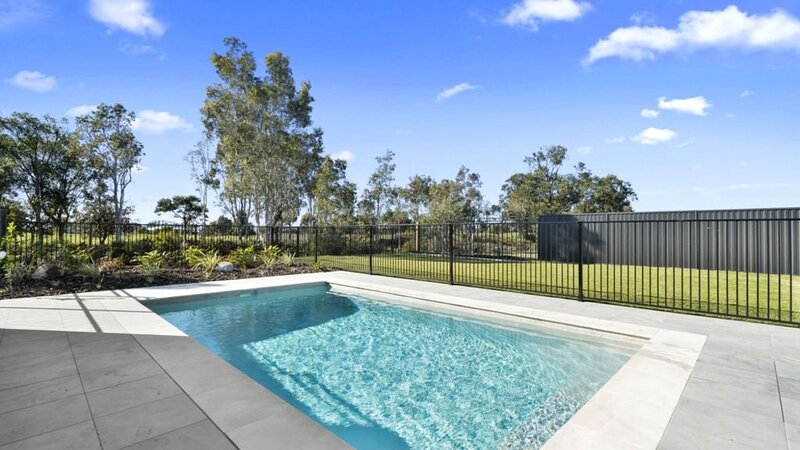 BRAND NEW HOUSE OVER LOOKING THE GOLF COURSE, vacation rental in Moreton Bay Region