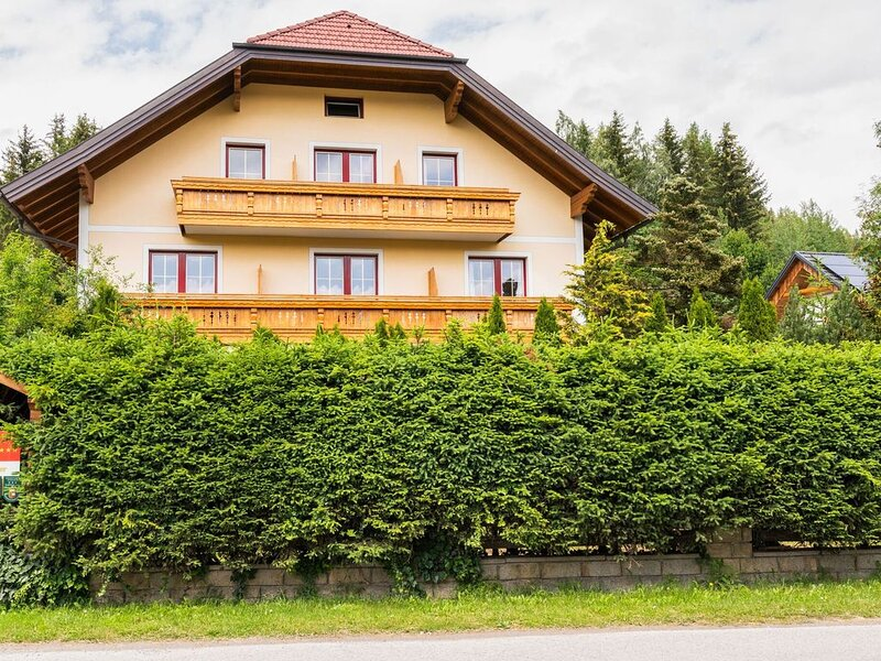 Inviting Apartment in Mariapfarr with Balcony, alquiler de vacaciones en Mariapfarr