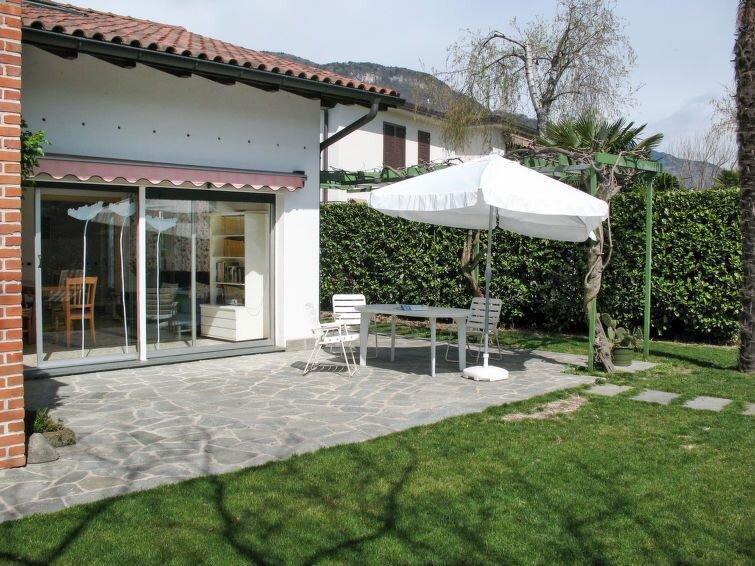 Ferienhaus Ida (DGO190) in Dongo - 6 Personen, 2 Schlafzimmer, vacation rental in Stazzona