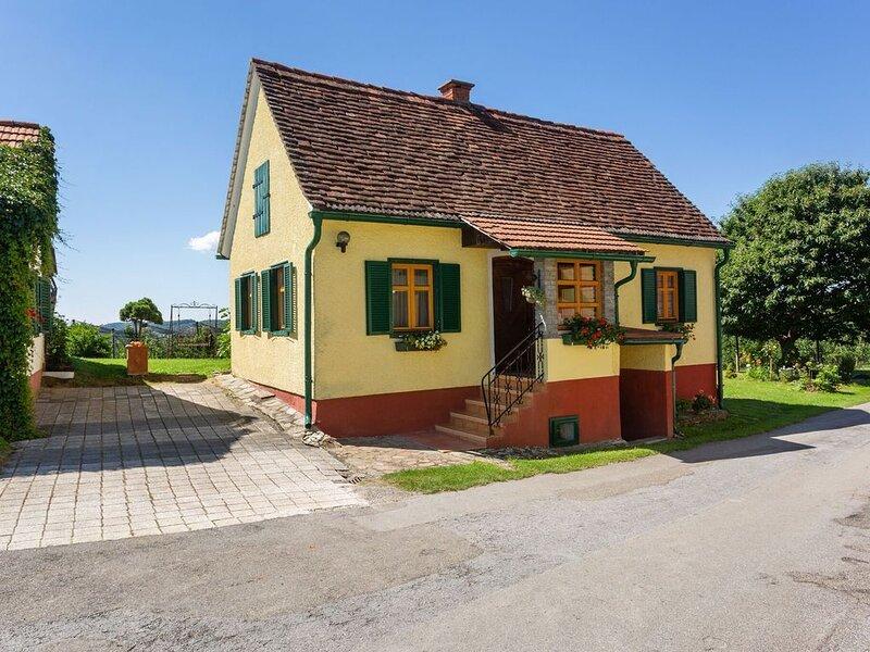 Pleasant Holiday Home in Gersdorf an der Freistritz with Garden, location de vacances à Kukmirn