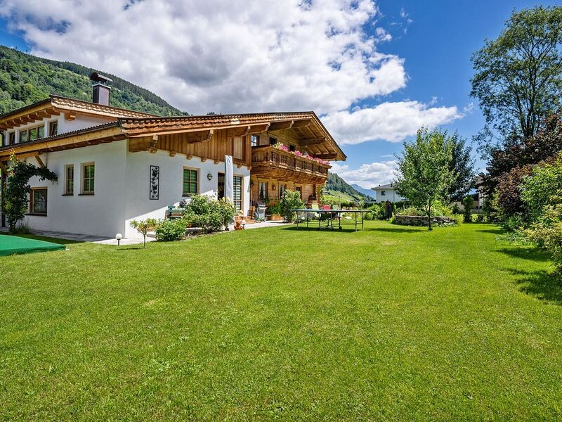 Valley-View Holiday Home in Niedernsill with Garden, holiday rental in Enzingerboden