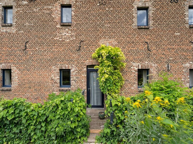 Located 10km from Maastricht towards the Belgium border, holiday rental in Gronsveld