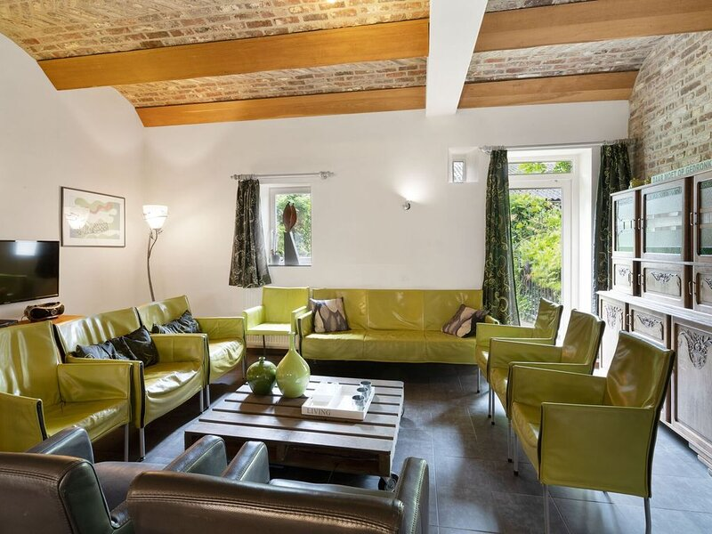 Located 10km from Maastricht towards the Belgium border, casa vacanza a Gronsveld