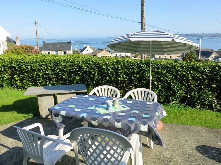 Vacation home in Locquémeau, Côtes d'Armor - 4 persons, 2 bedrooms, holiday rental in Saint-Michel-en-Greve