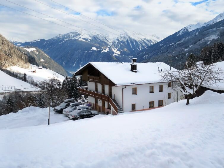 Ferienhaus Oberhaus (FBZ236) in Finkenberg - 18 Personen, 8 Schlafzimmer, vacation rental in Juns