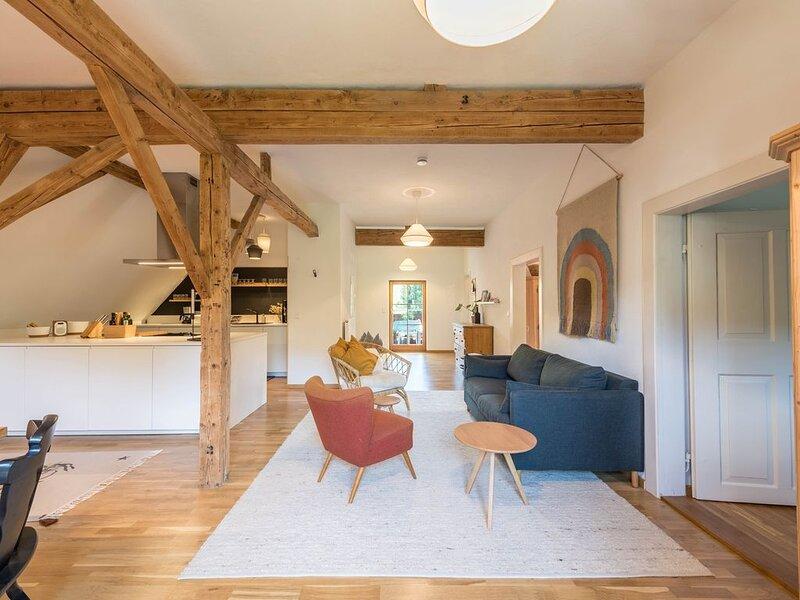 Moderne Traum-Ferienwohnung mit Balkon & WLAN; Parkplatz vorhanden, alquiler vacacional en Waging am See