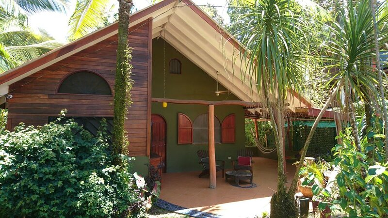 150 yards from the beach - Beautiful 2 Bedroom 2 Bathroom House, holiday rental in Cahuita
