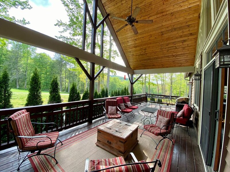 Cashiers, NC golf course home with Trillium Club amenity access. Pet friendly!, casa vacanza a Cashiers