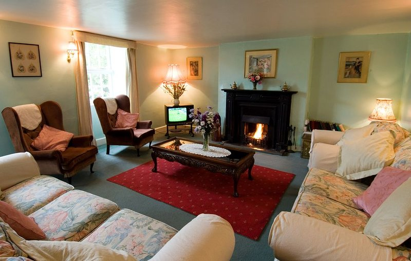 Welsh historic Cottage near Sea (BH), vacation rental in Dinas Dinlle