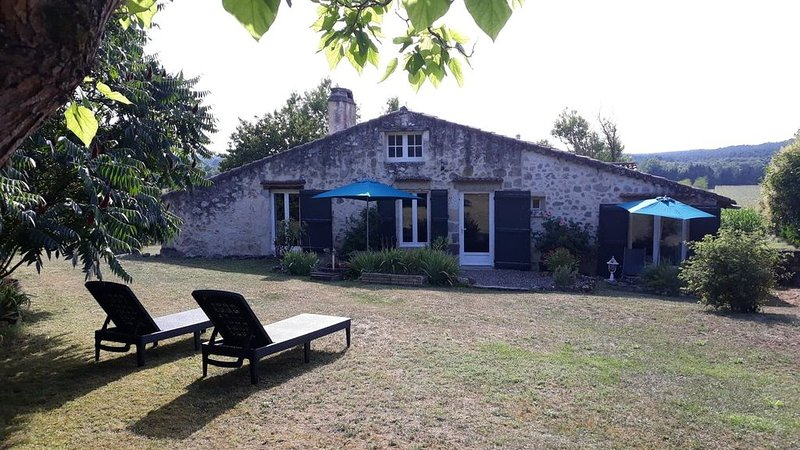 Delightful Country Cottage Apartment In Bucolic Gascony, holiday rental in Frechou