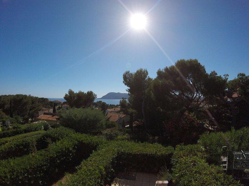 Cadre idyllique avec vue exceptionnelle, vacation rental in Saint-Mandrier-sur-Mer