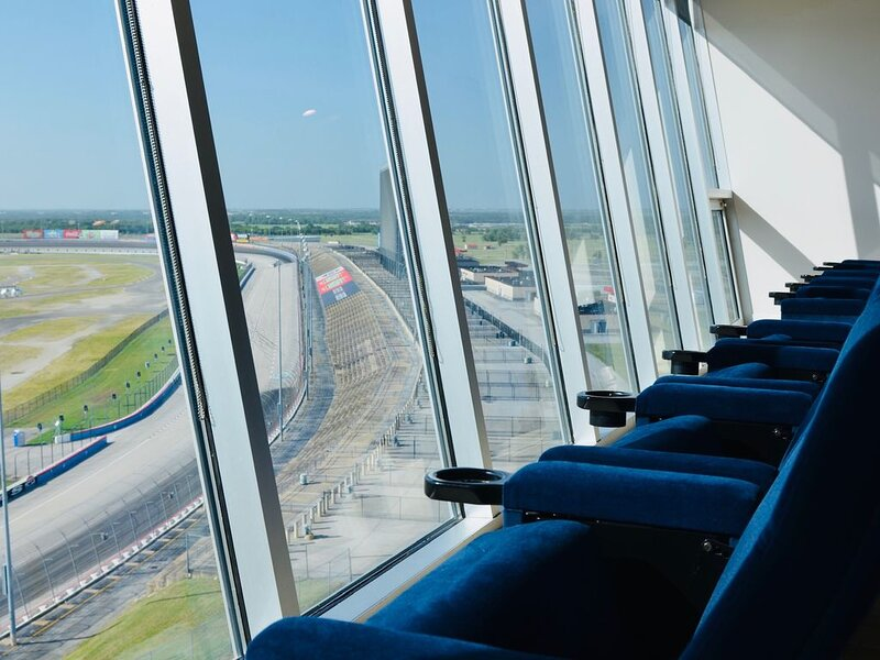 The Amazing Bluebonnet Suite at the Speedway!, vacation rental in Newark