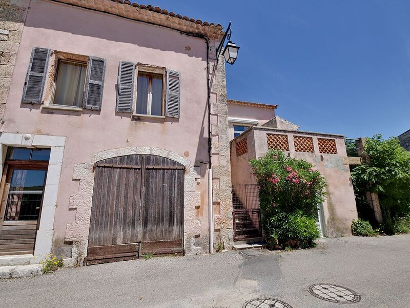 Lovely Holiday Home in Artignosc-sur-Verdon with Pool, holiday rental in Montmeyan