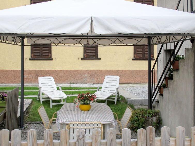 Ferienwohnung Casa del Pergulin (LMZ325) in Lago di Mezzola - 3 Personen, 1 Schl, vacation rental in Borgonuovo
