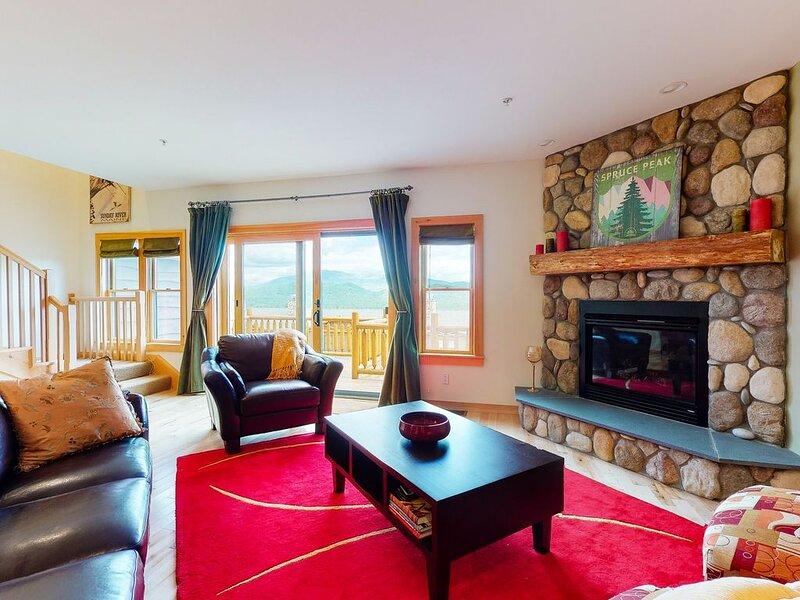 New listing! Ski-in/ski-out lodging w/ gear room, picturesque views, & more!, aluguéis de temporada em Newry