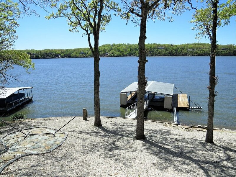 Amazing view of the Main Channel of Lake of the Ozarks, vacation rental in Laurie