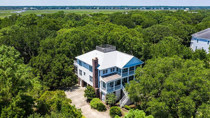 Exquisite Beach House with a Sunny, Open Floor plan Perfect for Entertaining, vacation rental in Georgetown