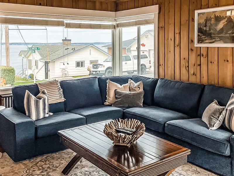Charming, family-friendly beach house w/ a full kitchen & private beach access, vacation rental in Camano Island