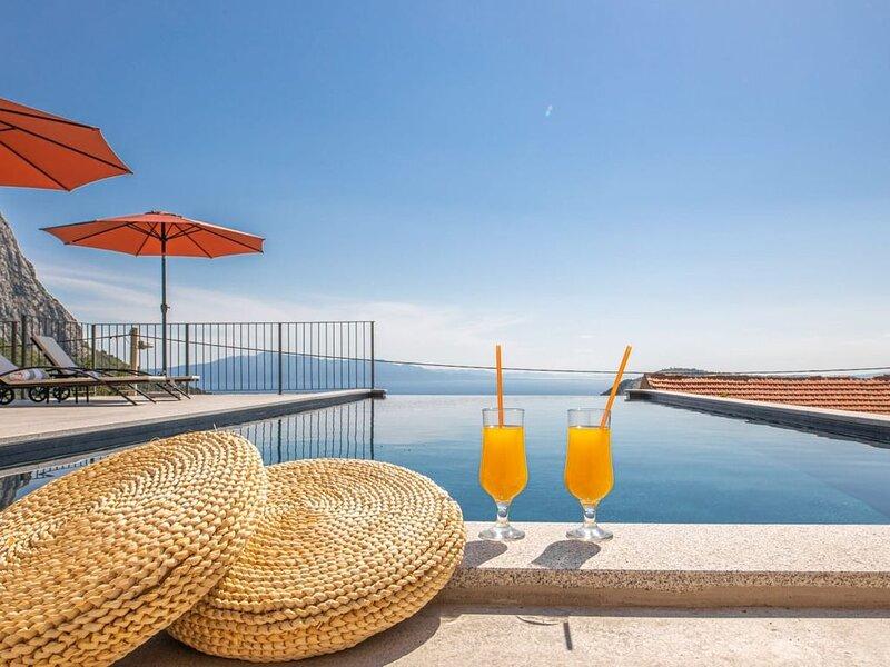 Traumvilla mit spektakulärem Meerblick und beheiztem Pool, 2 schlafzimmer., vacation rental in Vrgorac