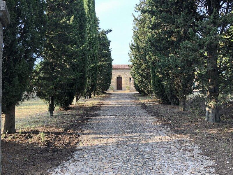 Au Pied du Mont Ventoux, Maison en pierres, climatisée pour 6 personnes, holiday rental in Saint-Pierre de Vassols