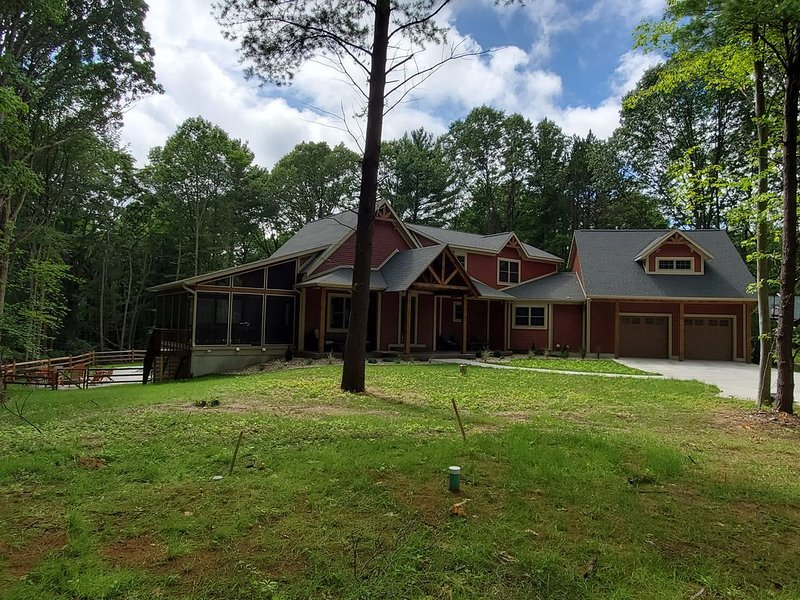 Sleeps 34! Brand New Construction 2020! Pool, Hot tub, Sand Volleyball Court!!!!, vacation rental in Allegan