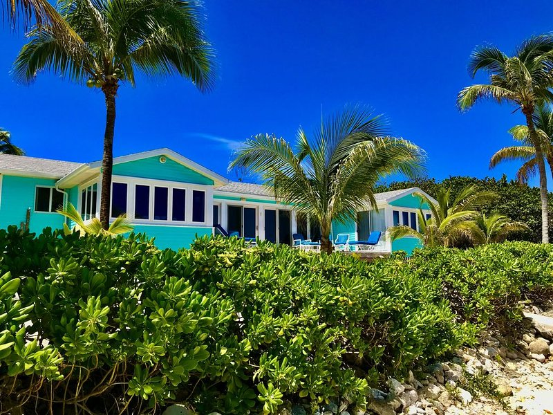 Beachcombers Paradise--Awesome Sea Views!-Beachfront Getaway!, Ferienwohnung in Little Cayman