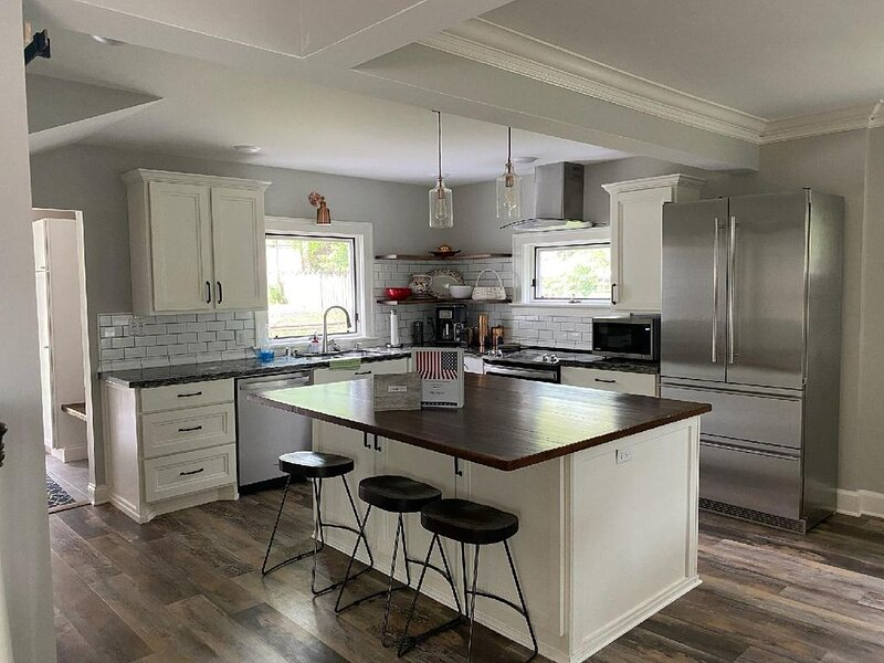 Beautiful Historic Congdon Meets Modern, holiday rental in Duluth