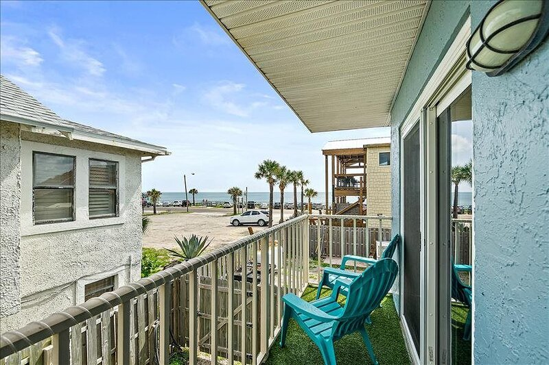 PBH: Flagler Beach Ocean View, Walk to Restaurants, Beach, & Pier, alquiler de vacaciones en Flagler Beach