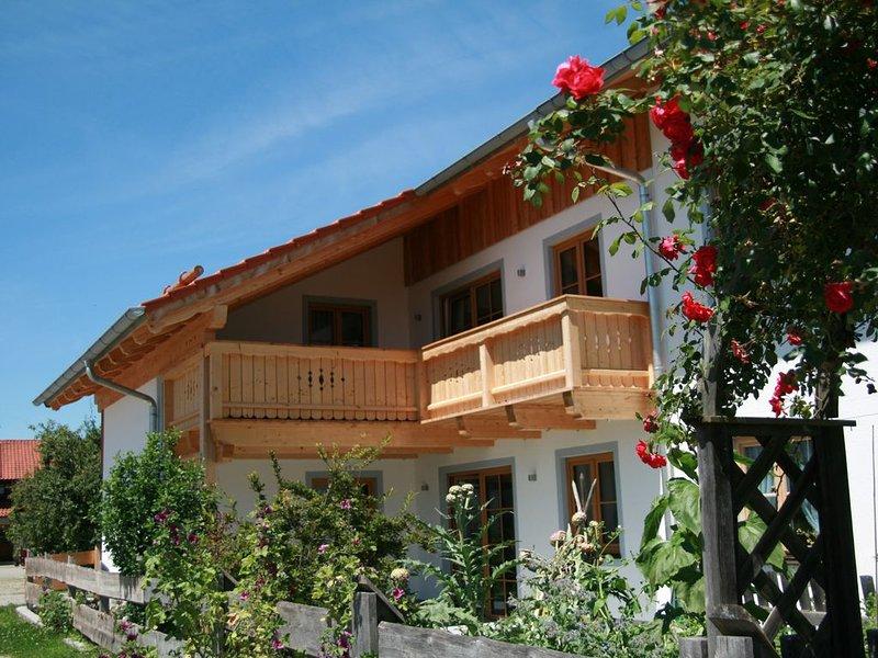 Große neue Ferienwohnung im schönen Mangfalltal unterhalb des Irschenbergs, location de vacances à Feldkirchen-Westerham