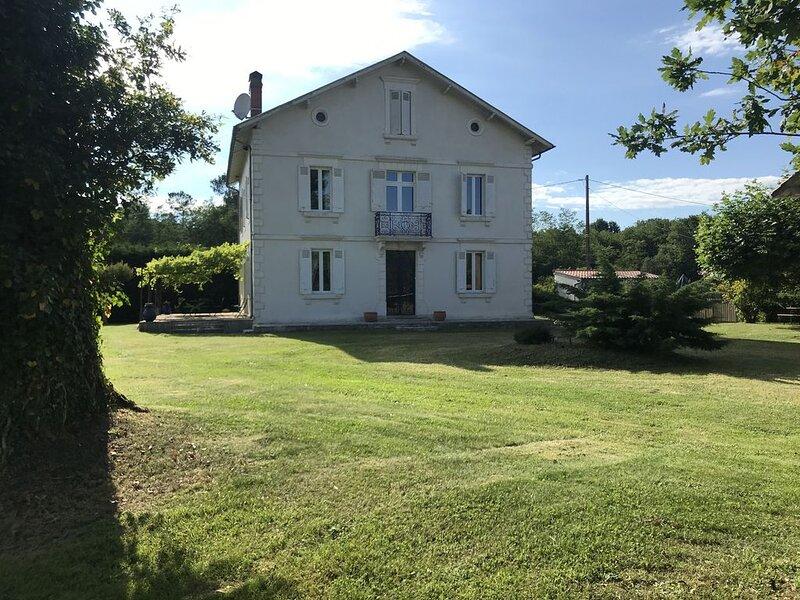 4 ch 8 personnes Maison de Maitre de 1924 avec piscine, location de vacances à Sort-en-Chalosse