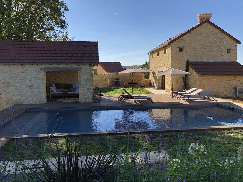 Splendide maison climatisée en Périgord noir-piscine privée, location de vacances à Montignac