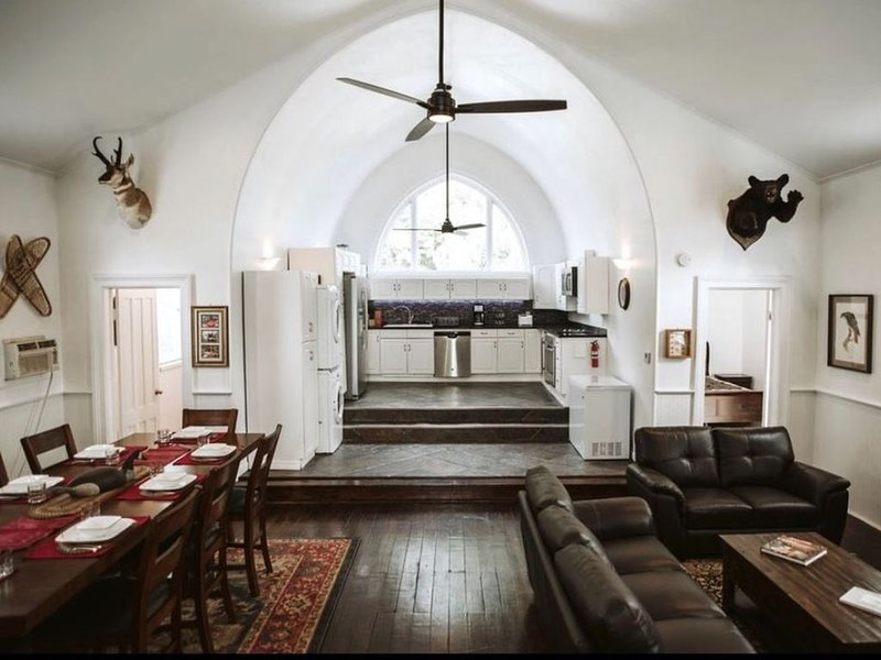 THE OLD CHURCH INN is a luxurious Property near Salmon River, vacation rental in West Monroe