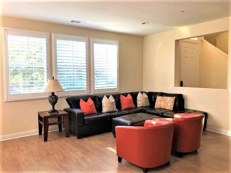 New 4 Bedroom and 4.5 Bathroom House!  Resort Style Living!!, location de vacances à Irvine