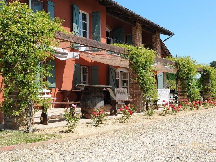 Ferienhaus Il Marchese del Grillo (SEC100) in Capriglio - 10 Personen, 4 Schlafz, Ferienwohnung in Capriglio