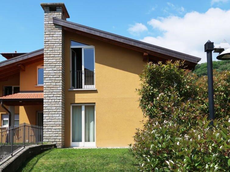 Ferienhaus Gamma (DGO260) in Dongo - 8 Personen, 3 Schlafzimmer, vacation rental in Stazzona