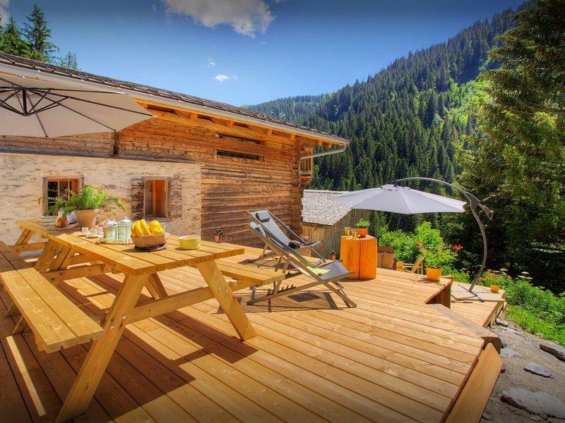 Chalet de montagne pour 12, proche pistes, vues imprenables - OVO Network, holiday rental in La Giettaz