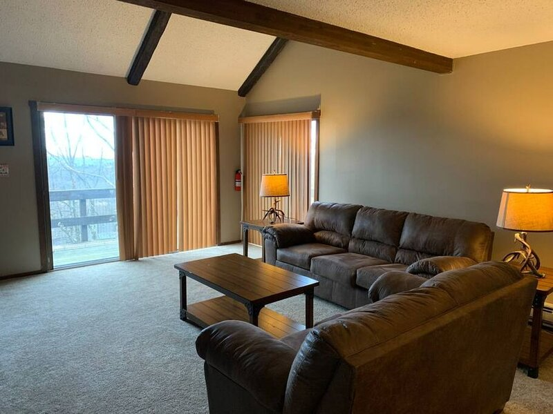 Hello Camelback! Cozy! Sleeps 6 Family Friendly!, holiday rental in Saylorsburg