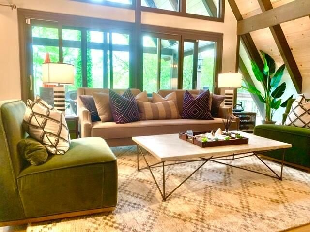 The Stella Experience Twin Peaks Estate-On Lake Toxaway, Ferienwohnung in Lake Toxaway